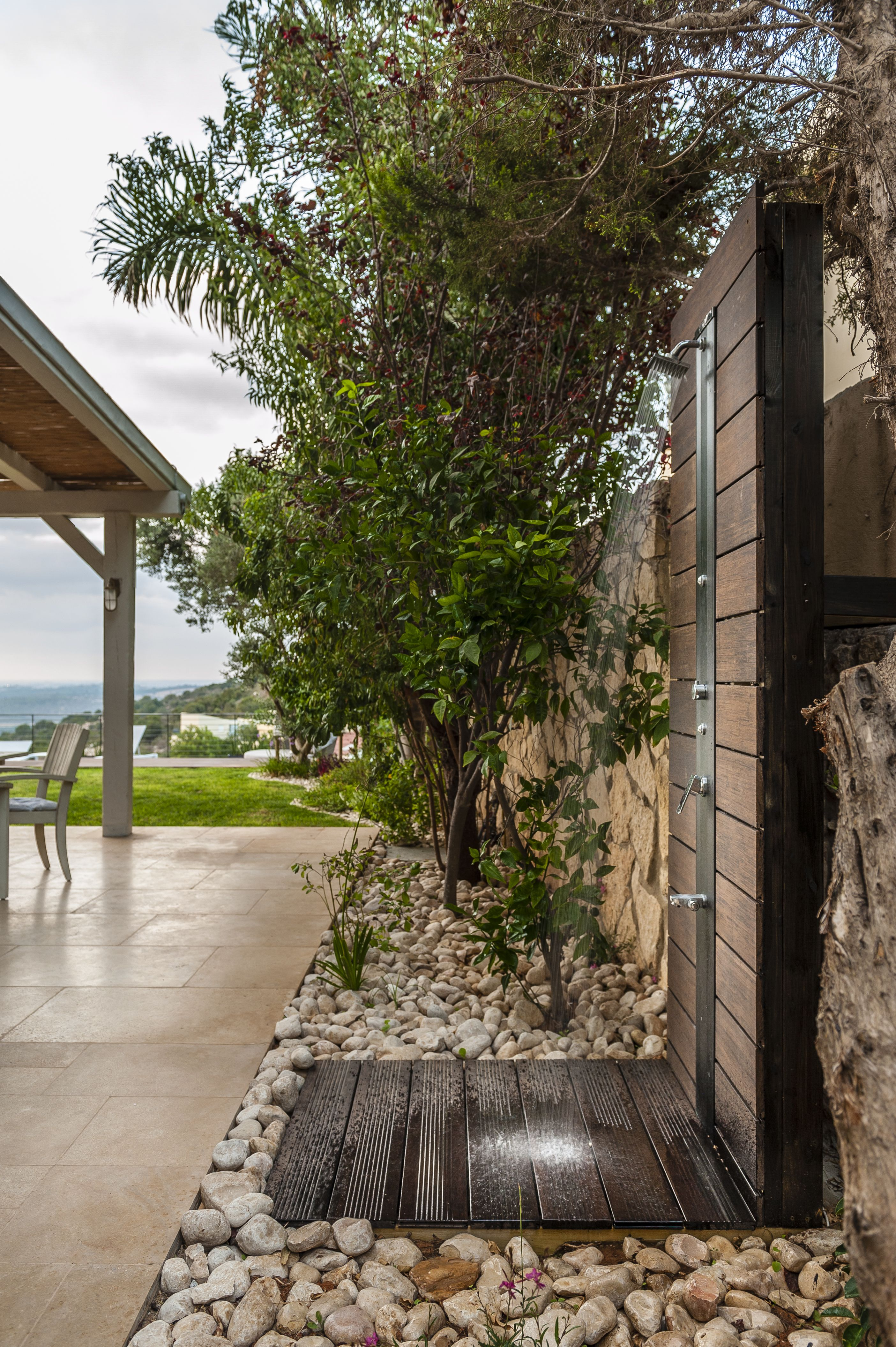 Outdoor shower hausinspirationen pinterest duchas piscinas y ducha exterior - Duchas para piscinas exterior ...