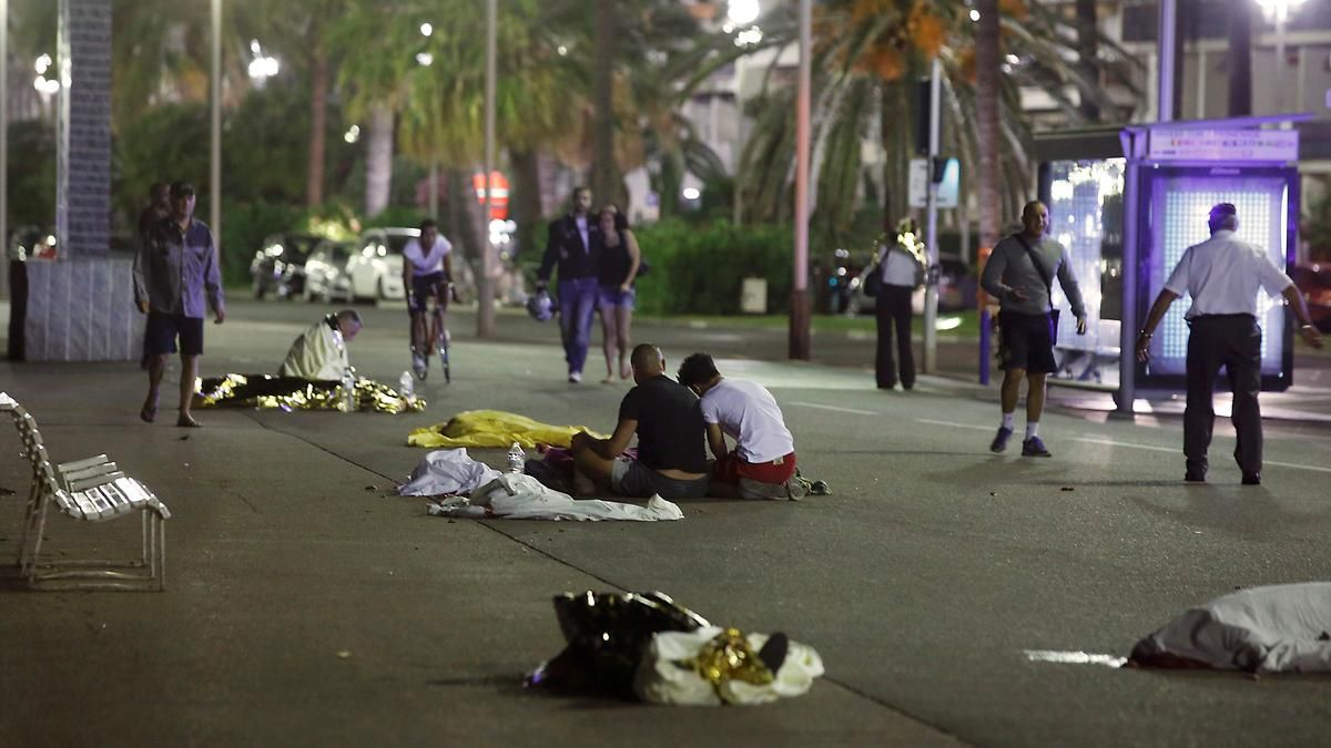 Lastwagen rast in Menschengruppe: Opferzahl in Nizza steigt