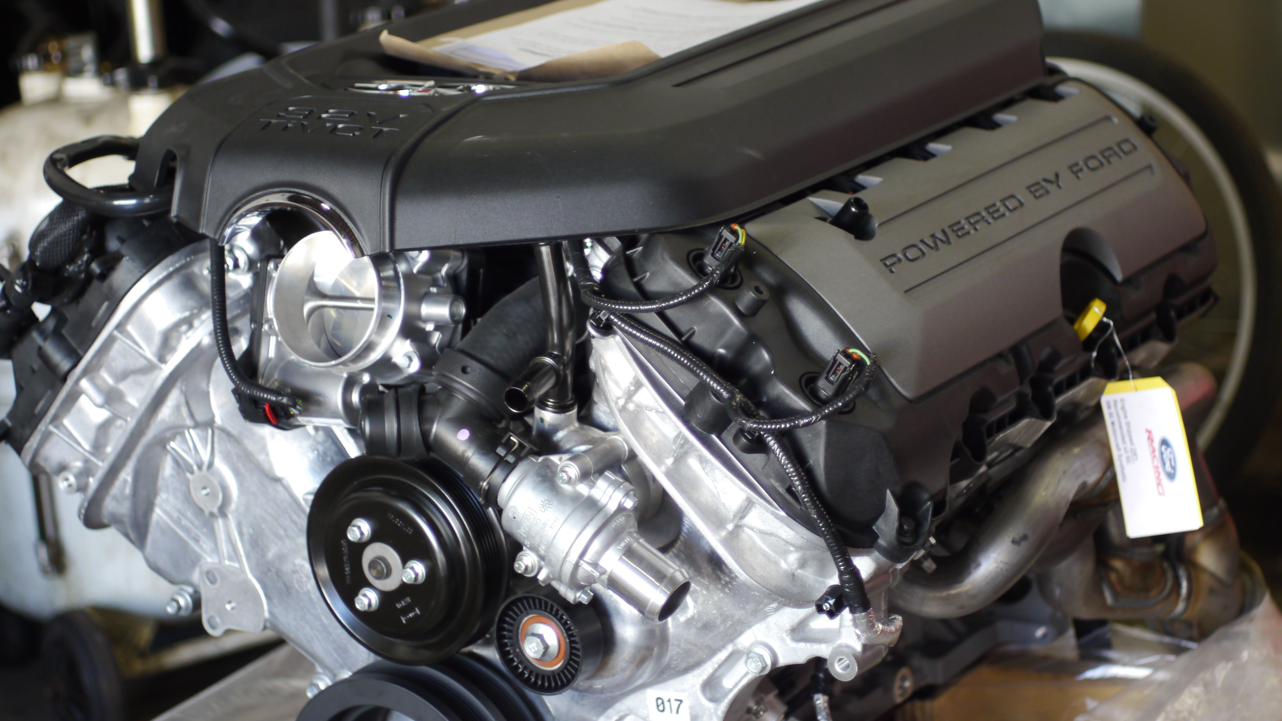 The Ford Performance 5 0l Coyote Aluminator Crate Engine Is A Modern 5 0l 32 Valve Dohc V 8 That Uses Automotive Repair Shop Automotive Repair Crate Engines