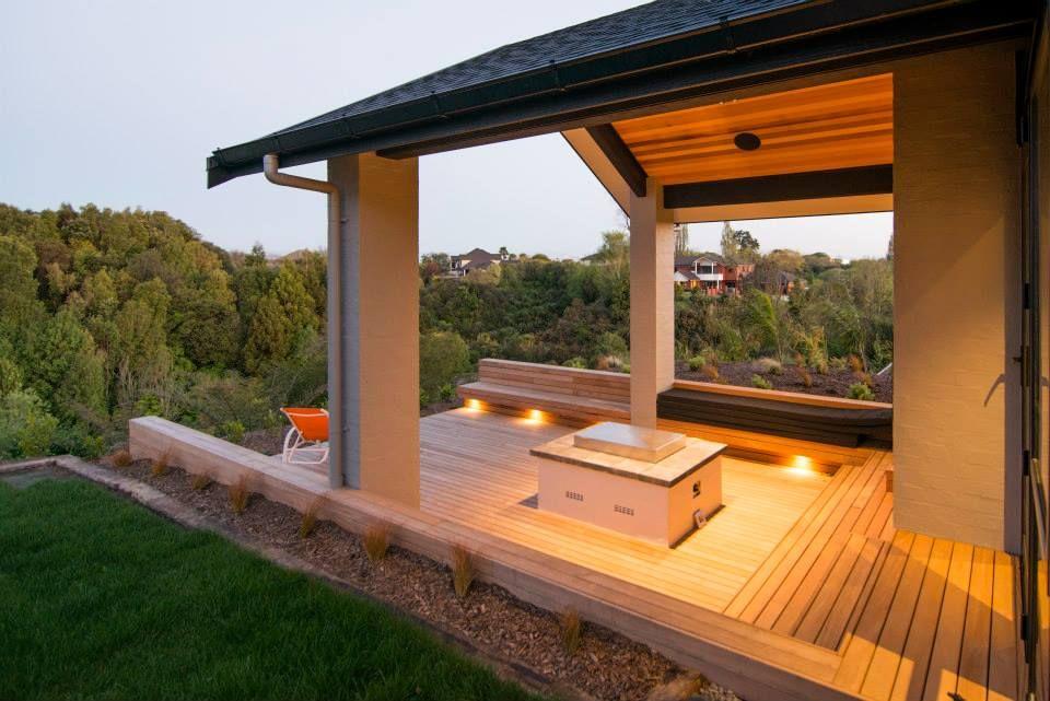 The outdoor living Sunken deck, gas fire, surround sound