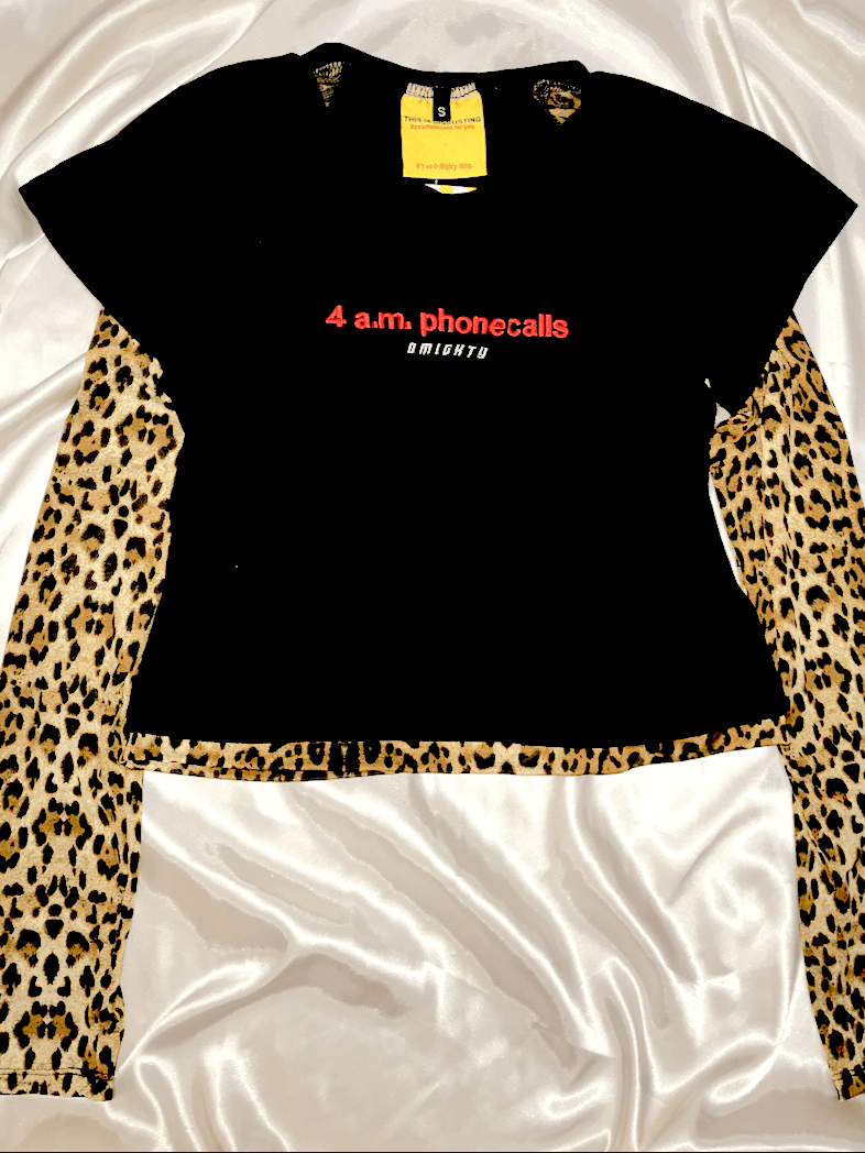 da0d9cdef74c44 4AM PHONE CALLS. FEELSThis is a round neck crop top ft. contrast ...