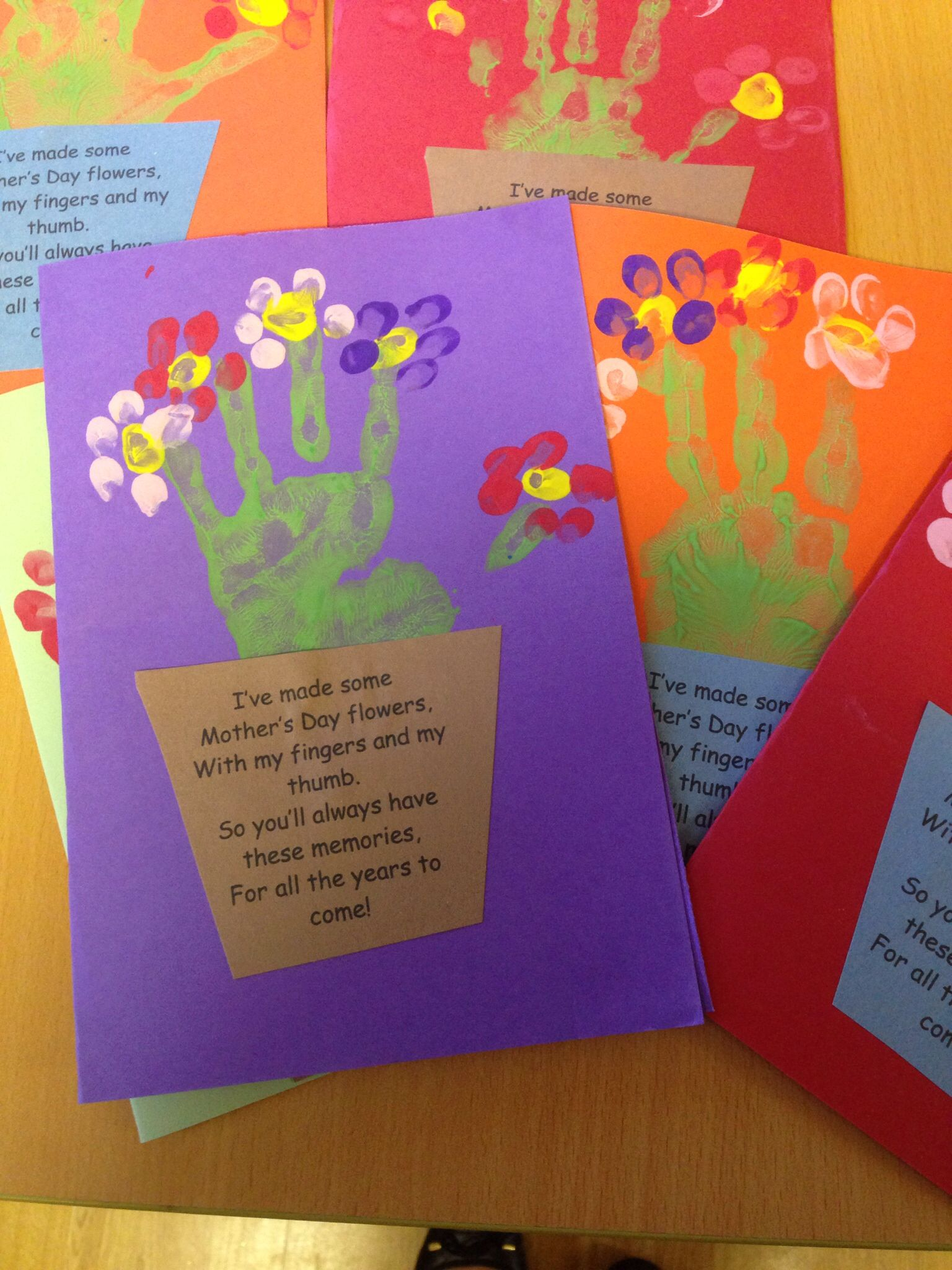 Mother 39 s day handprint card and poem mother 39 s day for Mothers day cards from preschoolers