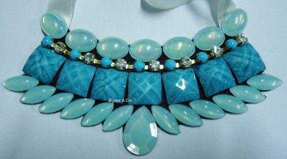 colar com pedras azul turquesa, com stras em perola azul.