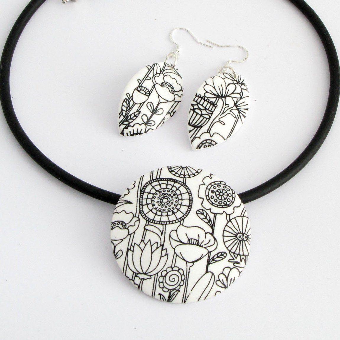 Moderne Blumenwiese Kette Schwarz Weißer Floraler Statement Etsy Fimo Halskette Handgefertigt Statement Kette