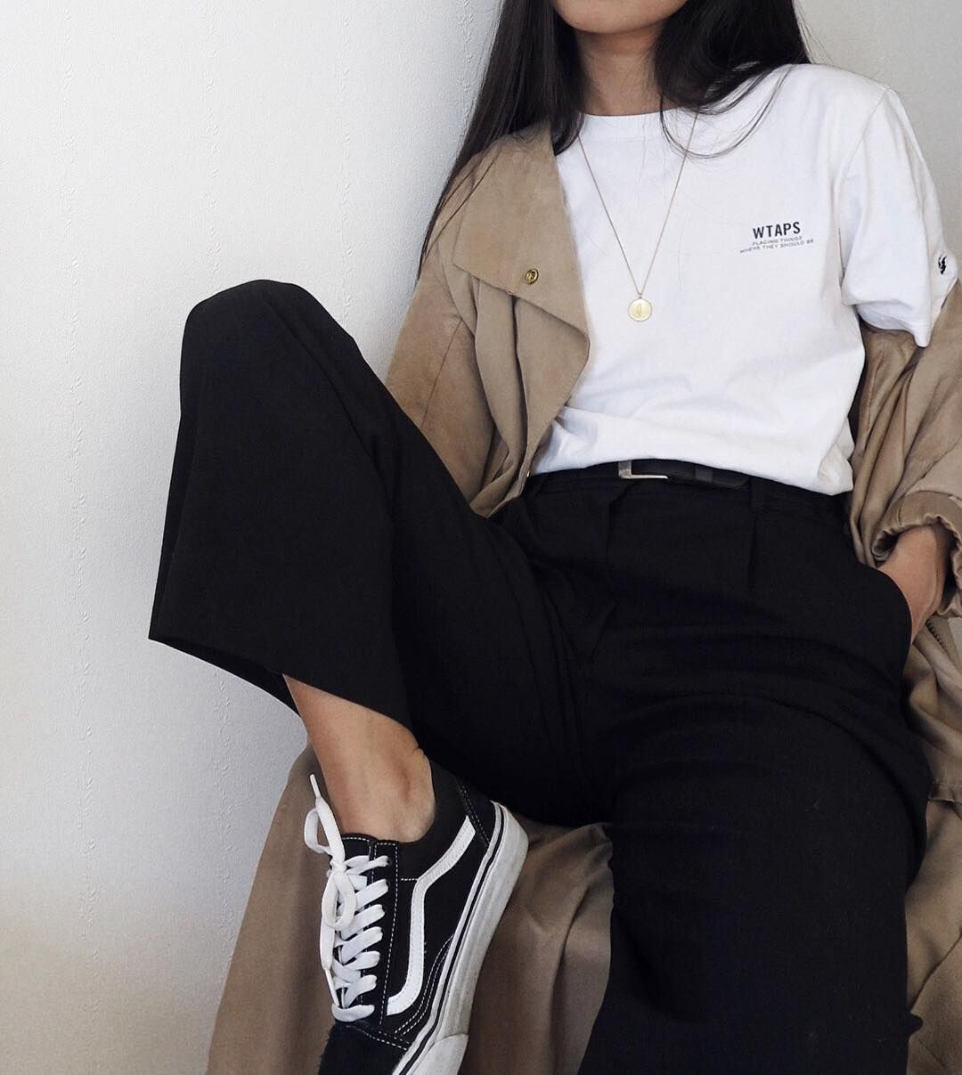 Casual style / casual comfort / outfit inspiration / street style / love  this combo: white tee, tan unstructured trench coat, black pants, old  school Van's