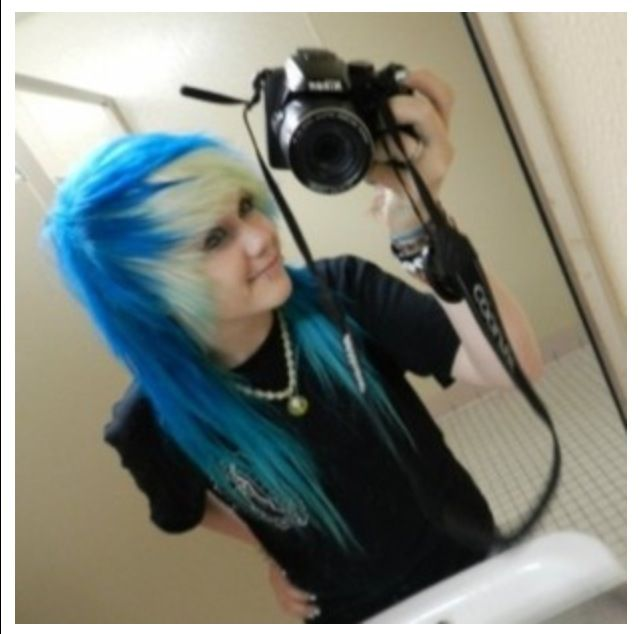 Lovve This Blue Hair With Bleach Blonde Fringe And Bangs 3