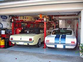 Etonnant Mustangs In Garage With Backyard Buddy Lift