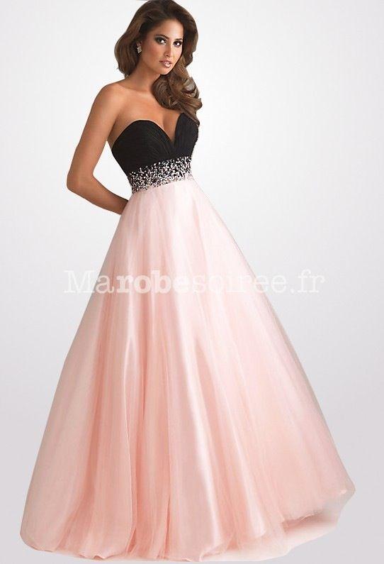 Une belle robe rose et noire mes magniphique