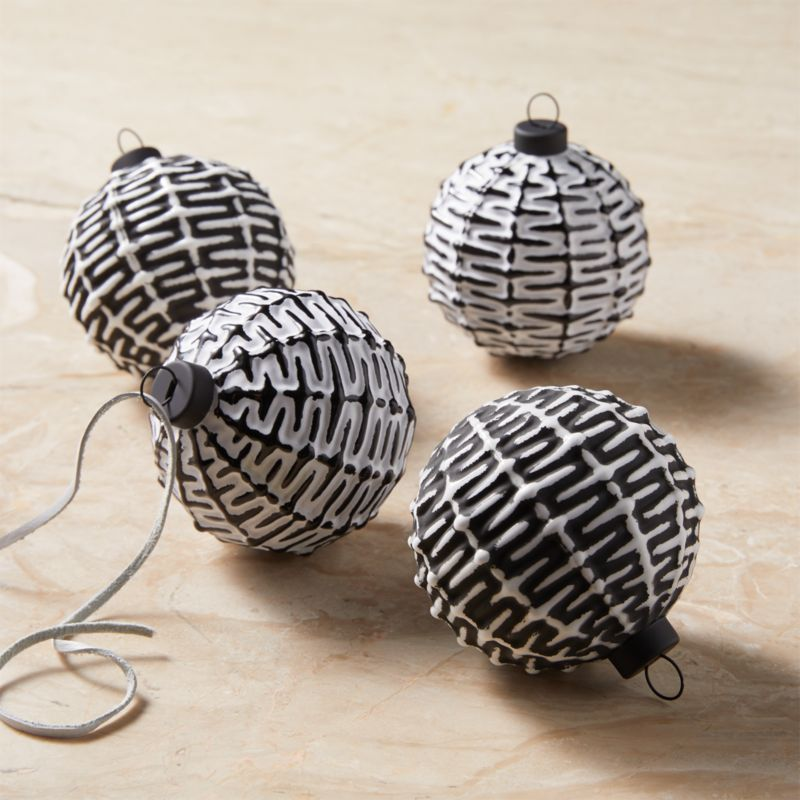 Black And White Ornaments Set Of 4 Reviews White Ornaments Modern Christmas Ornaments Modern Christmas
