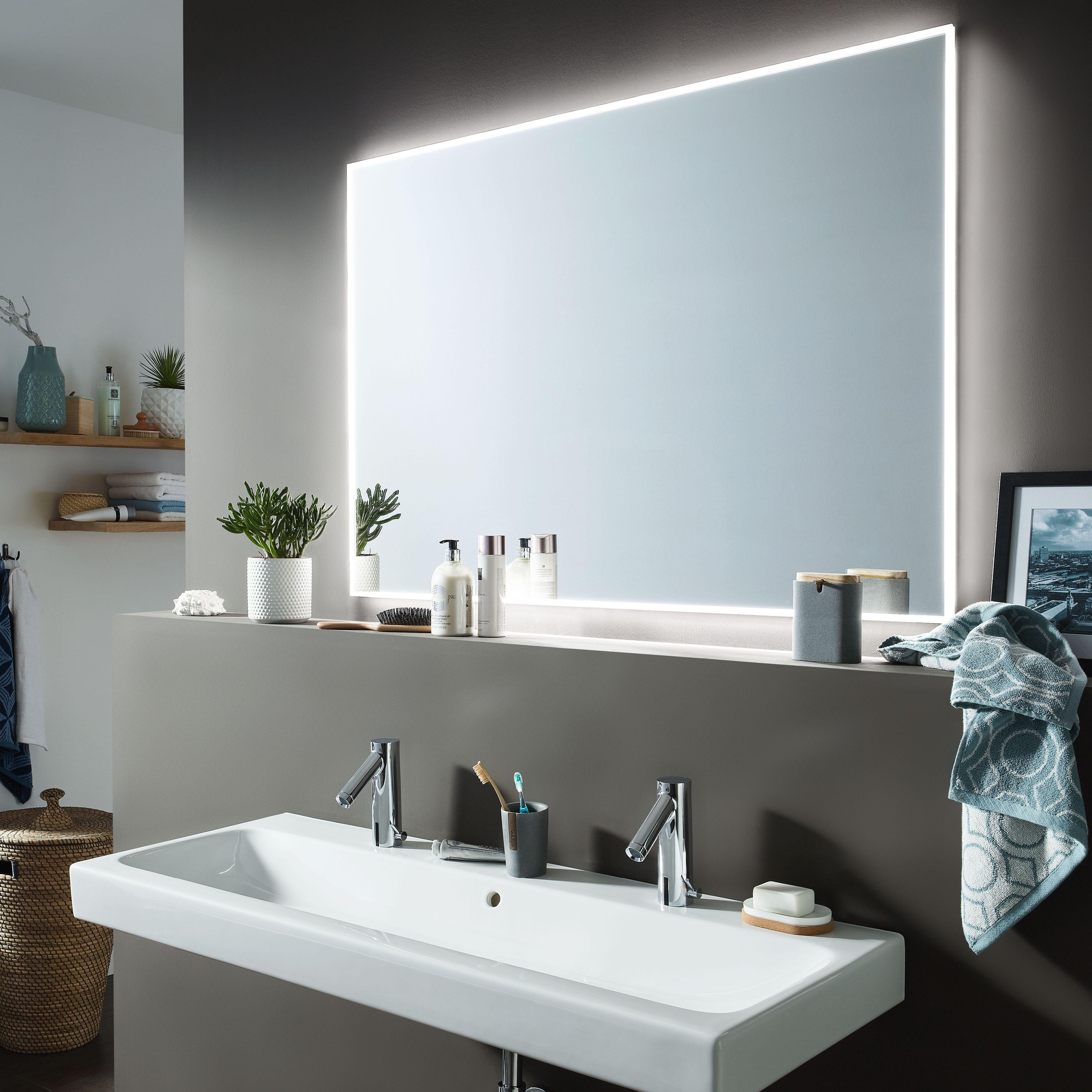 Glanzender Blickfang Im Bad Der Smartline Flachenspiegel Macht Es Moglich Der Flache Aufbau Garantiert Eine Elegante Opt In 2020 Badspiegel Led Badgestaltung Spiegel
