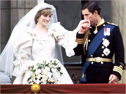 Prince Charles And Diana Princess Of Wales On Their Wedding Day 1981 I Love How Kisses Her Hand Loveing Gesture