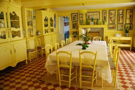 Monet, who didn't care for fashion, which was very dark and heavy in Victorian times, had it painted in two tones of yellow. This vibrant color enhances the blues of the dishes on display in the buffets.      The walls are packed with japanese engravings that Monet chose with an expert eye. For fifty years, he collected the prints by the best japanese artists, especially Hokusai, Hiroshige and Utamaro.