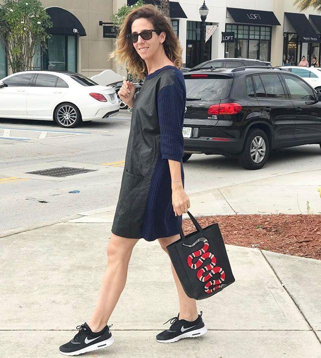Sábado de paseo 👉🏼 como verán usé el famoso parche (del Instagram Live) en mi cartera @gingerbuenosaires (no me maten chicas!! 🤦🏽♀️) Pero quedó bastante canchera no??#QueriaSerUnaGucci#QuedoGuCHy#DIY #ootd