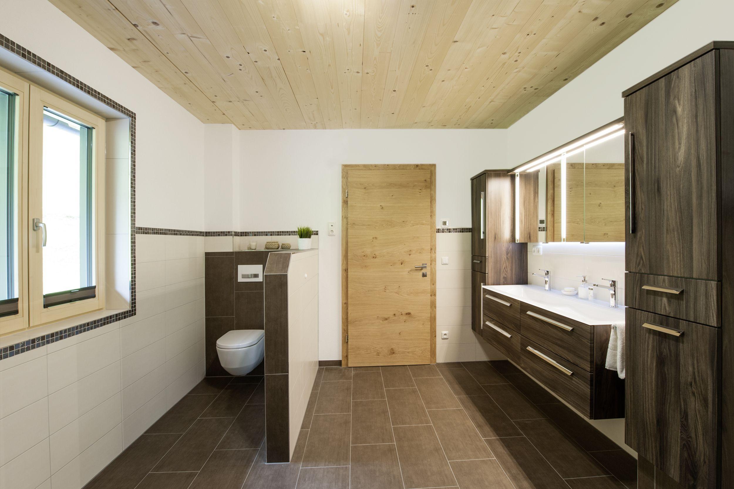 16 M Komplettbad Vom Hsh Installator Modernisierung Begehbare Dusche Holzdecke Bad