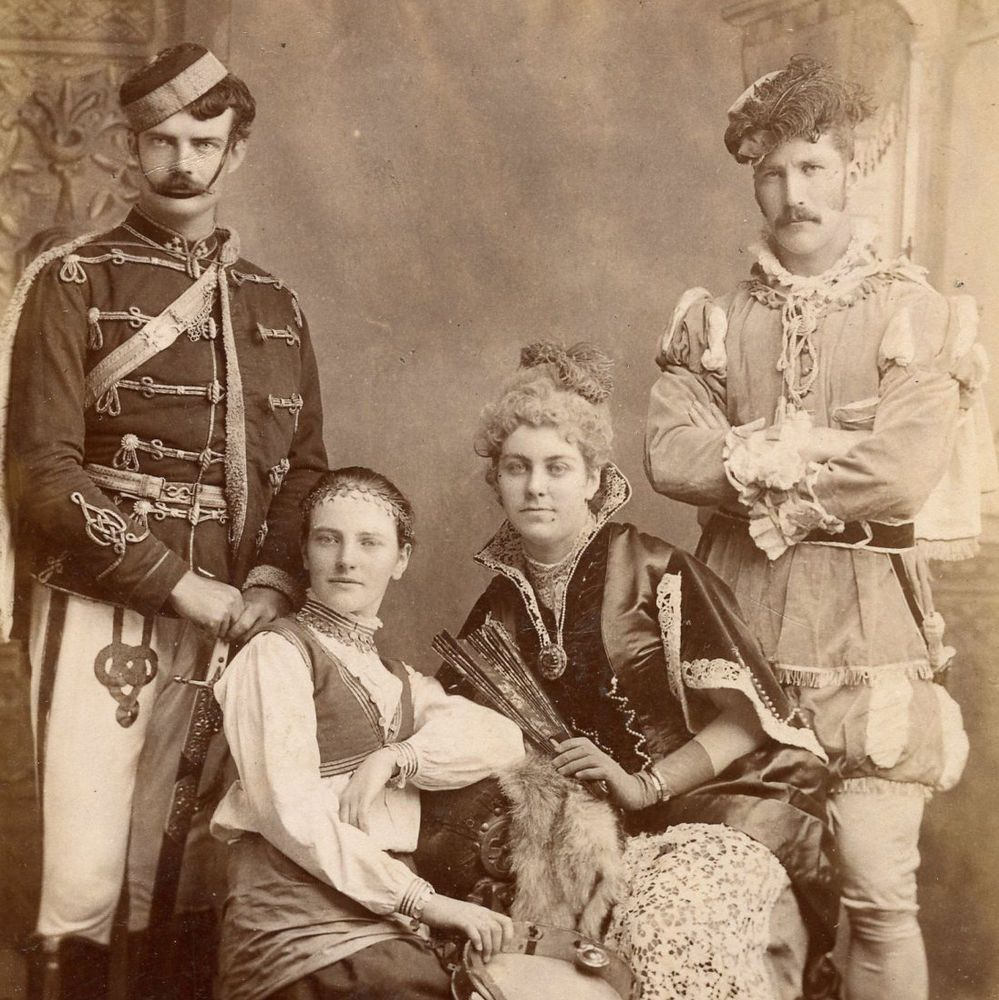 1880s COUPLES FANCY DRESS COSTUME CABINET CARD PHOTO