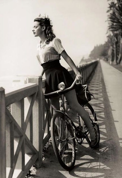 vitnage 1940s lady woman's bicycle