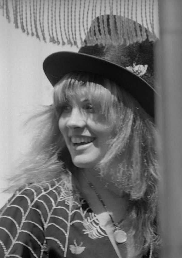 Pin By Spotty Vomit On Stevie Nicks Stevie Nicks Stevie Nicks Fleetwood Mac Stevie