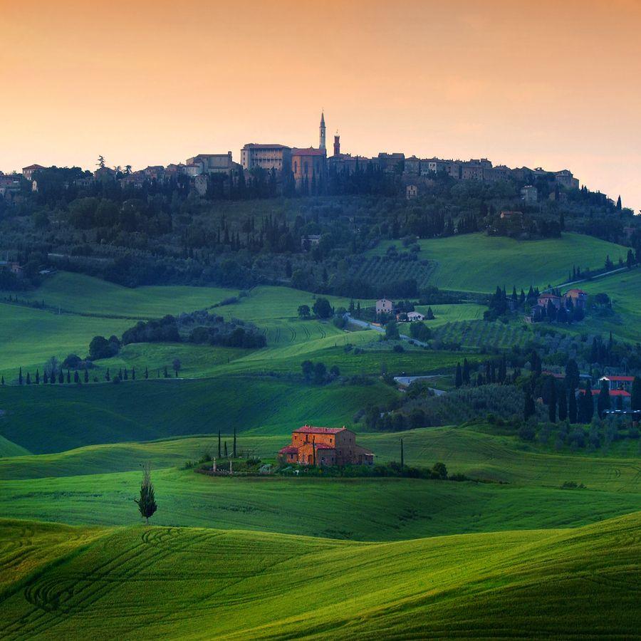 That little red house ..  by Edmondo Senatore  (Tuscany, Italy)