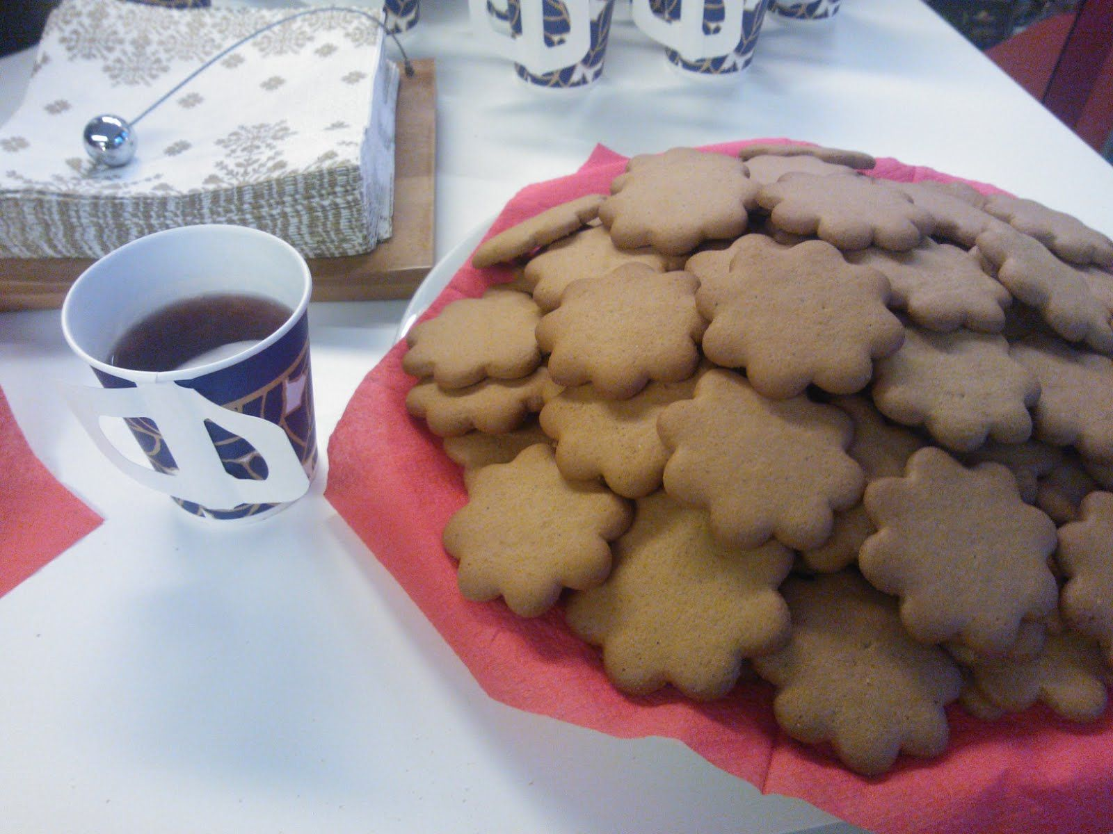Mulled wine and ginger bread belong to the Finnish Christmas