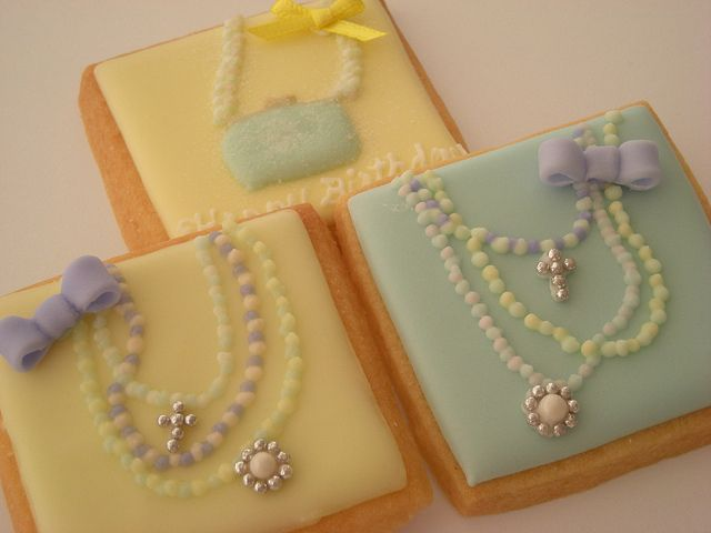 Fashionable cookies by Cbonbon cookie, via Flickr