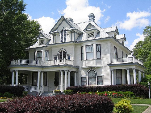 Montague House In Hattiesburg Ms Victorian Homes House In The Woods Victorian Architecture