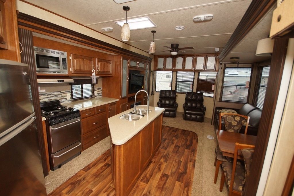 Only one 2015 left wildwood lodge rv 4092bfl bunkhouse for Rv with loft