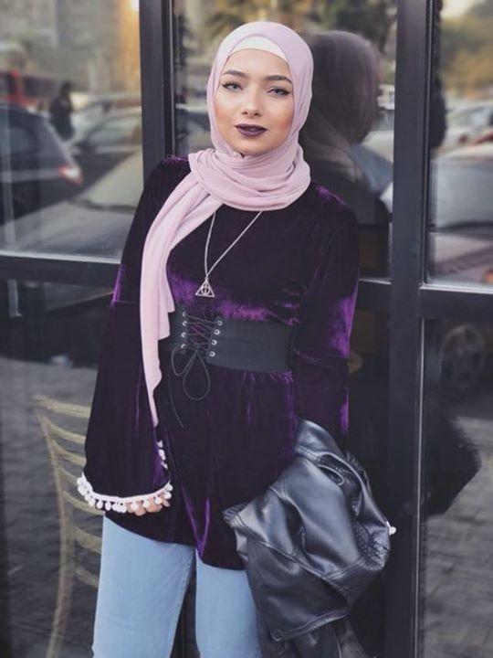 البلوزة القطيفة اكتر حاجة ناعمة و شيك فالشتاء متاح منها لون اسود و موف غامق السعر ٢٧٠ جنيه بس و فى اوفر الحزام و البلوزة ب ٣٣٠ ل Fashion Hijab Color