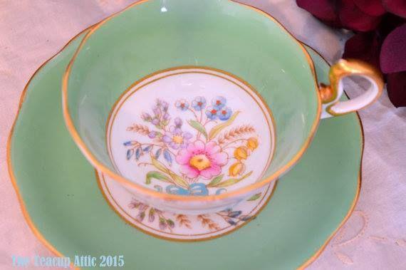 Royal Albert verde y blanco y platillo teacup floral set, c. 1950