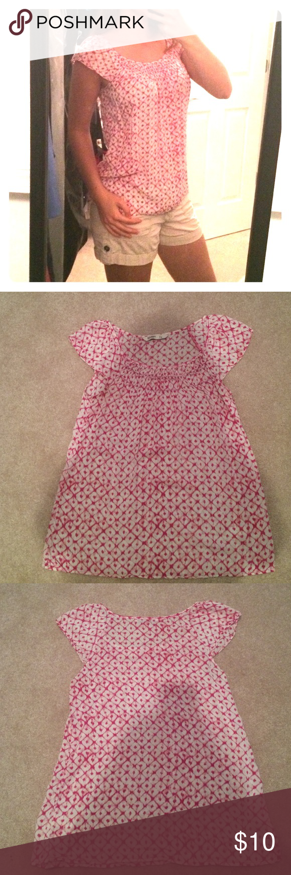 Flowy pink top Old Navy pink, geometric, flowy top. Really lightweight feel makes it perfect for summer. Cute little cap sleeves and gathering around the neckline. Perfect condition! Old Navy Tops Blouses