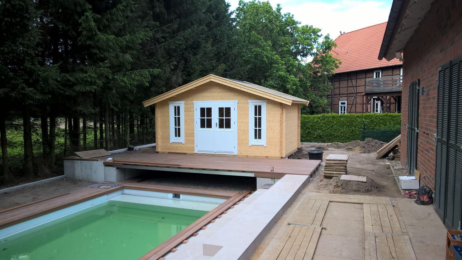 Ein schönes Gartenhaus mit Doppeltür und 2 x Fenster mit