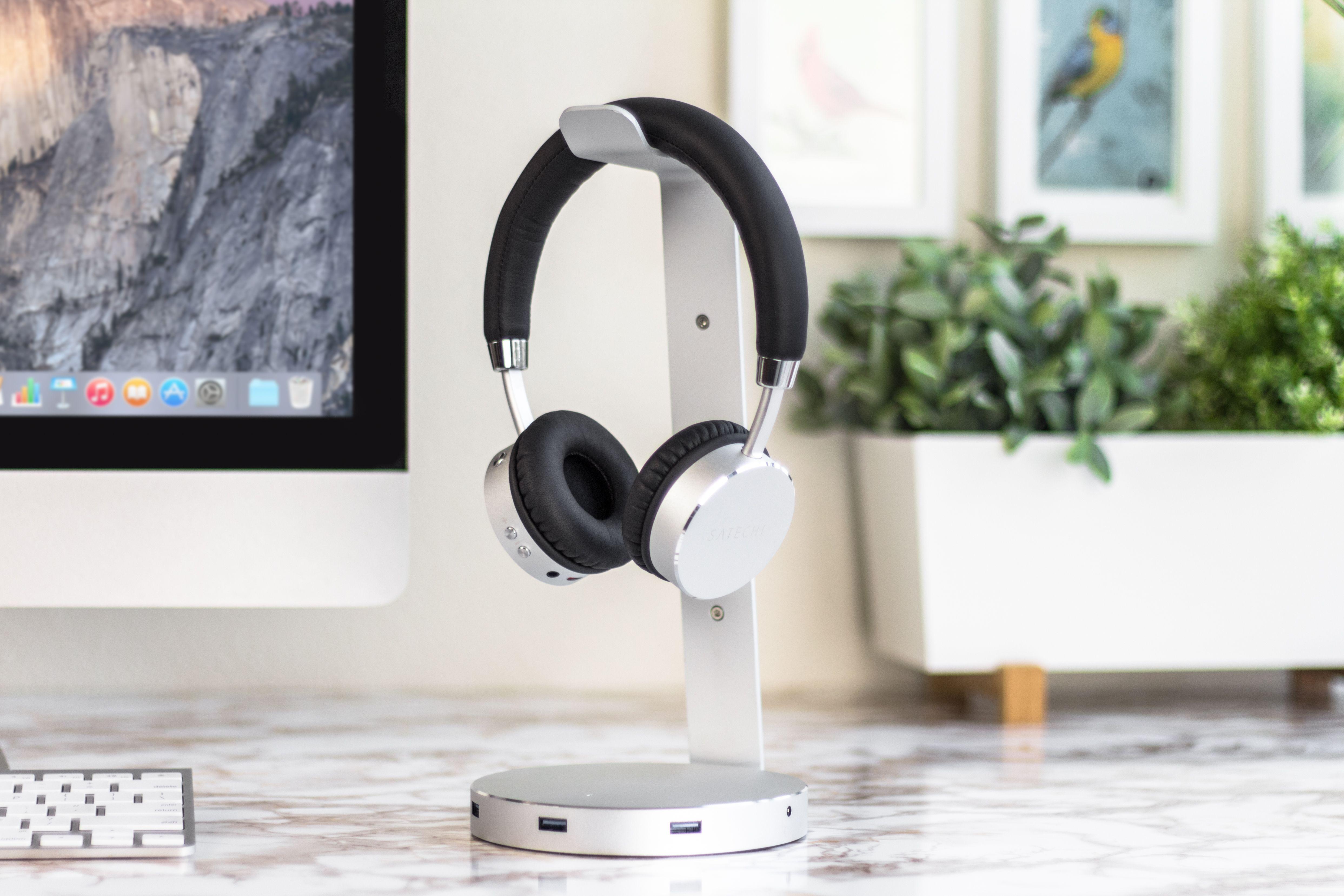 eac7c41a132 Satechi Aluminum Headset Stand & USB Hub and Aluminum Wireless Headphones