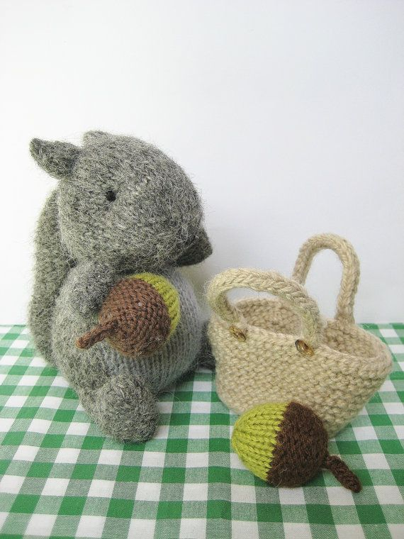 Finsbury Squirrel with basket of acorns Knitting Pattern ...