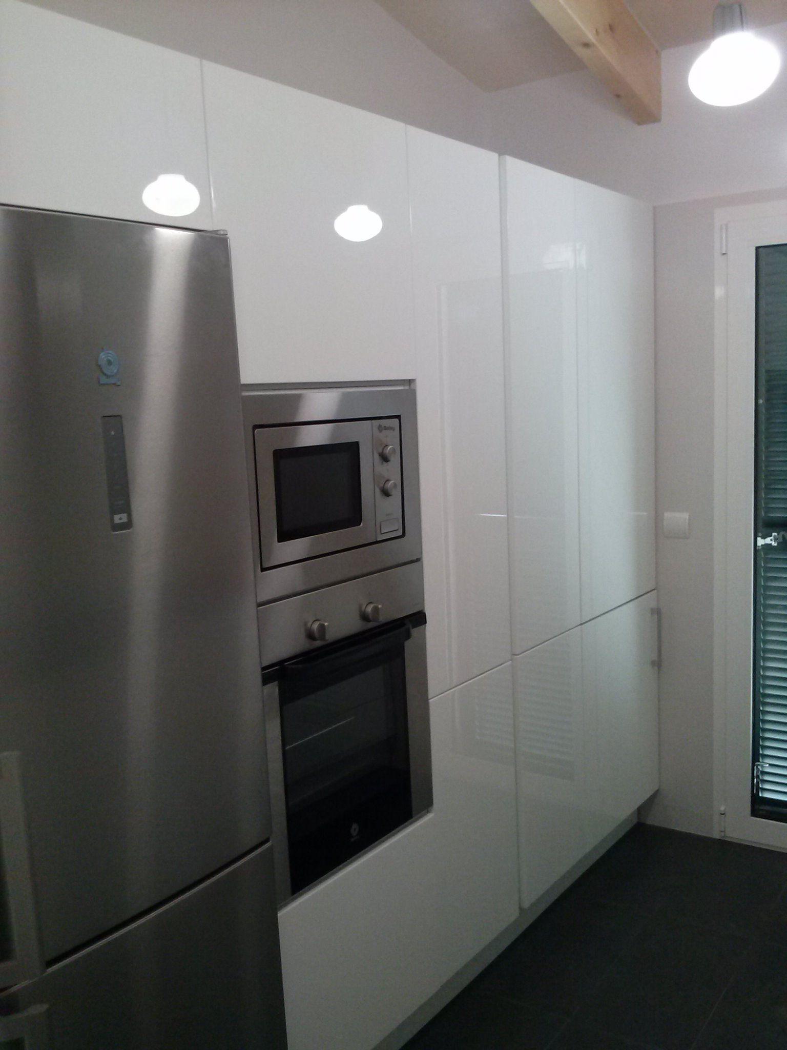 Excelente Blanco Puertas De La Cocina Brillo Uk Motivo - Ideas de ...