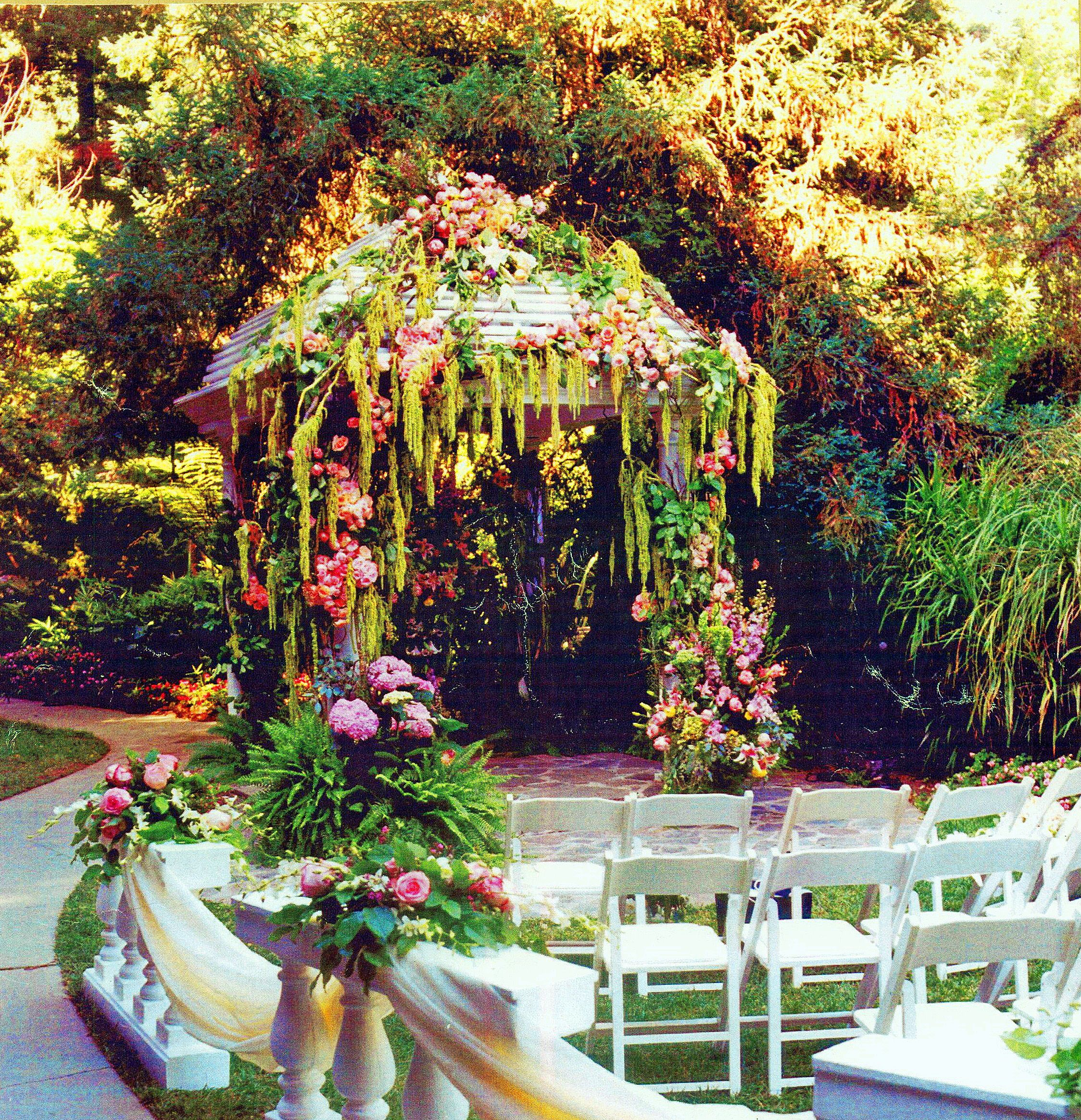 Southern style #gazebo with hanging #amaranthus #vine and #hydrangeas at the #HotelBelAir Los Angeles