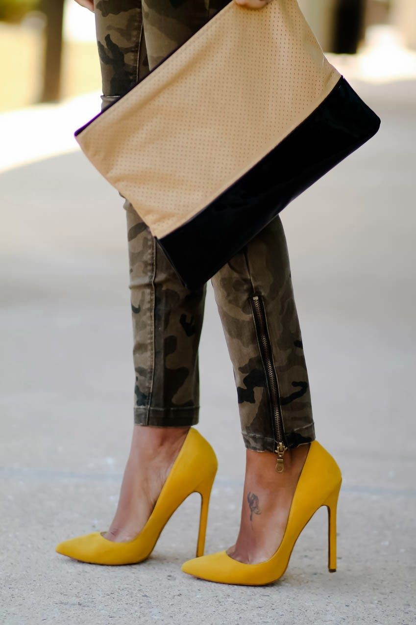 Yellow pumps outfit