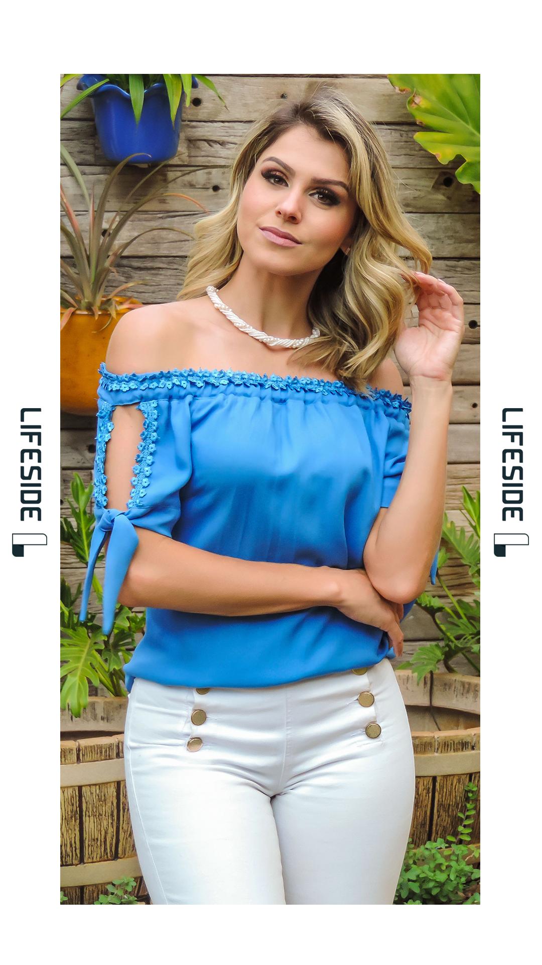 dfed418ec LIFESIDE | Moda Feminina Preview Primavera 2018. Blusa decote ombro a ombro.  Blusa azul