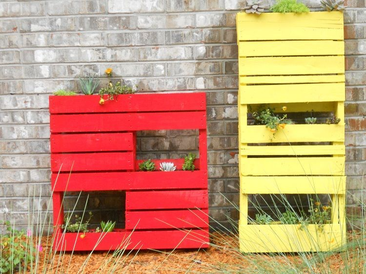 jardini res diy en palettes de bois peintes en rouge et jaune balcon pinterest rouge et. Black Bedroom Furniture Sets. Home Design Ideas