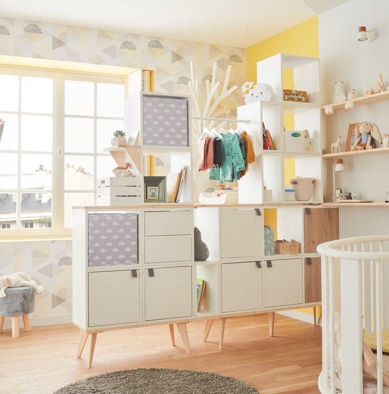 Une Chambre De Bebe Avec Des Espaces Bien Delimites Leroy Merlin Decoration Mur Chambre Chambre Bebe Dressing Chambre Enfant