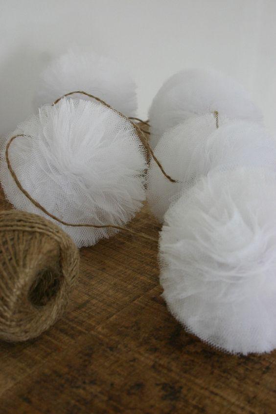 id e guirlandes de pompons en tulle mariage en 2019. Black Bedroom Furniture Sets. Home Design Ideas