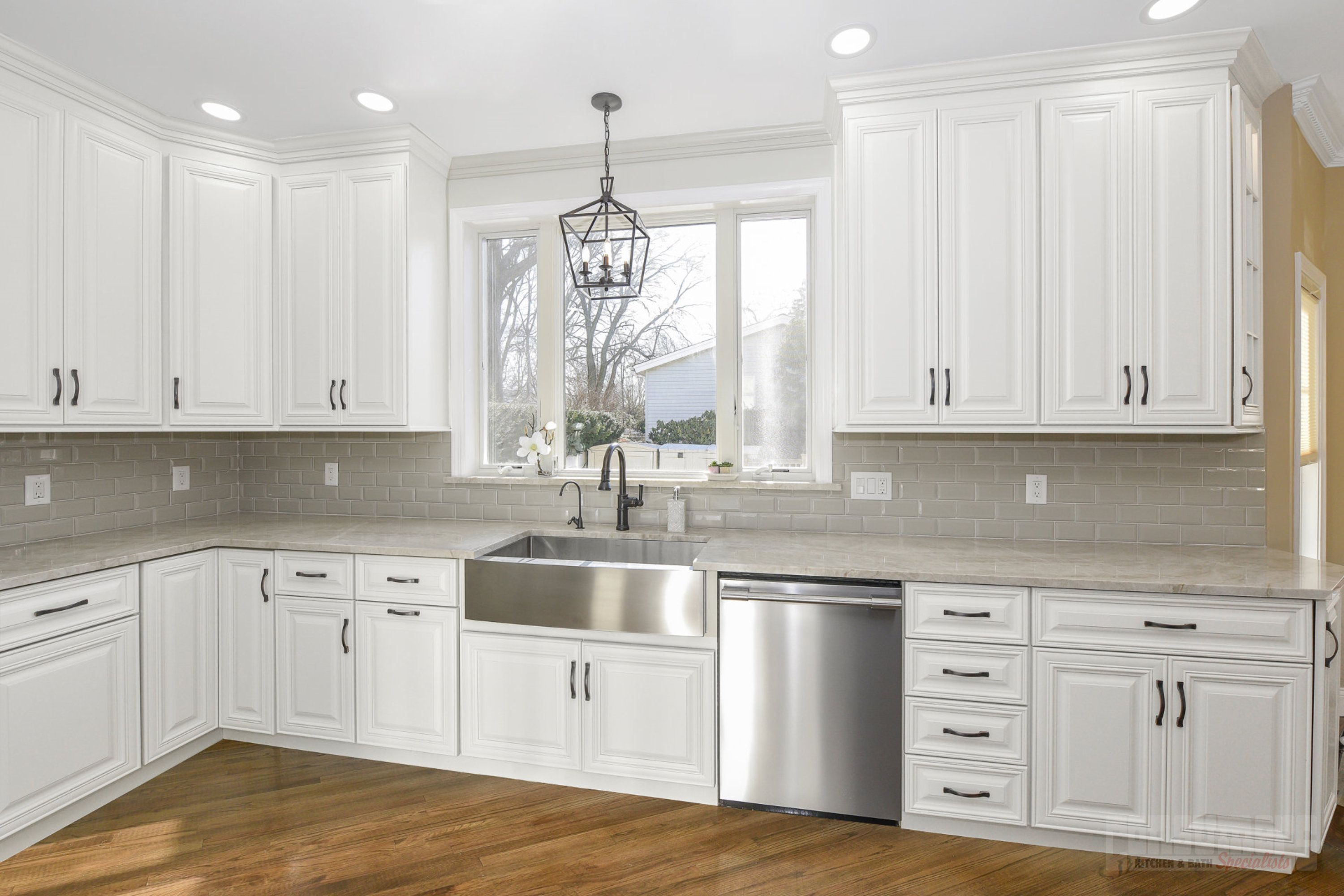 Pin By Consumers Kitchens Baths On Merrick Taj Mahal In 2020 Kitchen Gallery Maple Cabinets Kitchen
