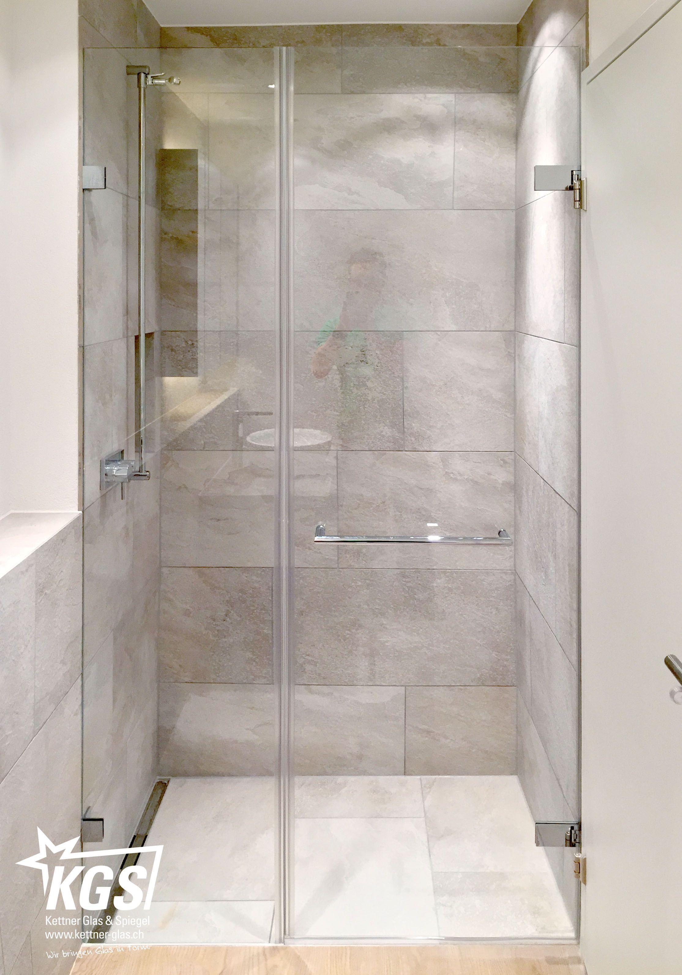 Nischen Duschkabine Aus Klarglas Mit Integriertem Handtuchhalter In Der Echtglas Pendelture Duschkabine Moderne Dusche Dusche