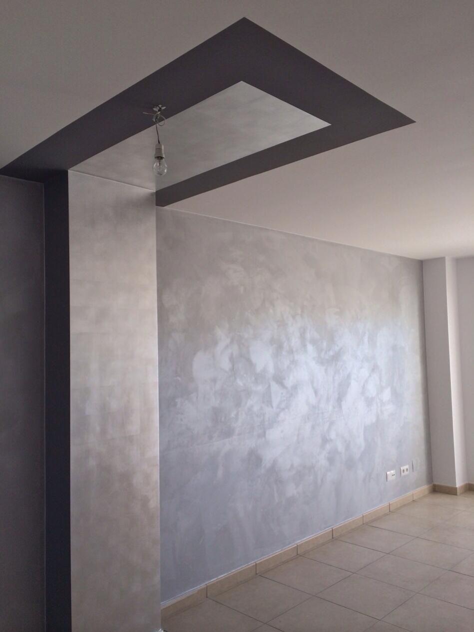 Pared de efecto seda y pilar y techo de pan de plata - Pintura decorativa efecto arena ...