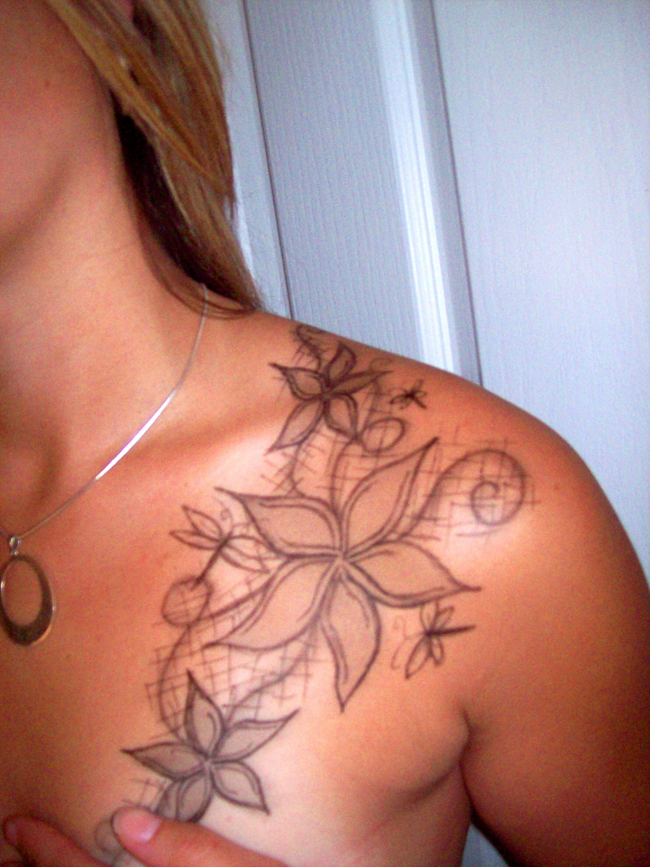 30 Tattoos for Girls On Shoulder Blade to Impress Someone ...