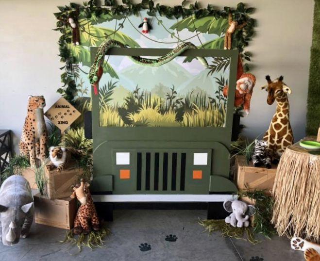 Safari jeep photo backdrop #safaribirthdayparty