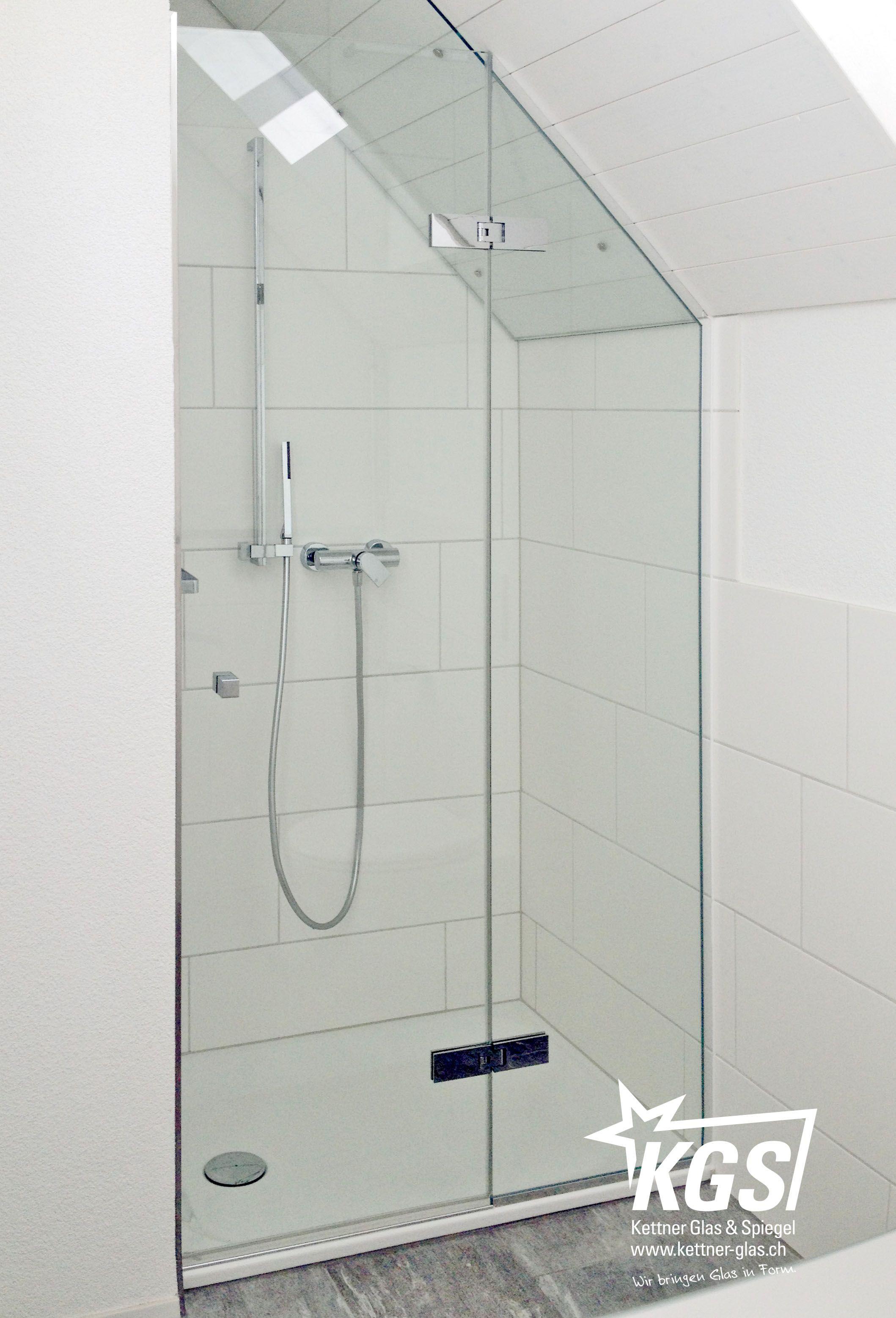 massgefertigte ganzglas duschkabine unter dachneigung mit passenden beschl gen duschkabinen. Black Bedroom Furniture Sets. Home Design Ideas