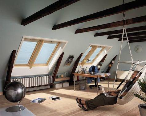 offenliegende dachbalken lassen den raum im dach rustikal. Black Bedroom Furniture Sets. Home Design Ideas