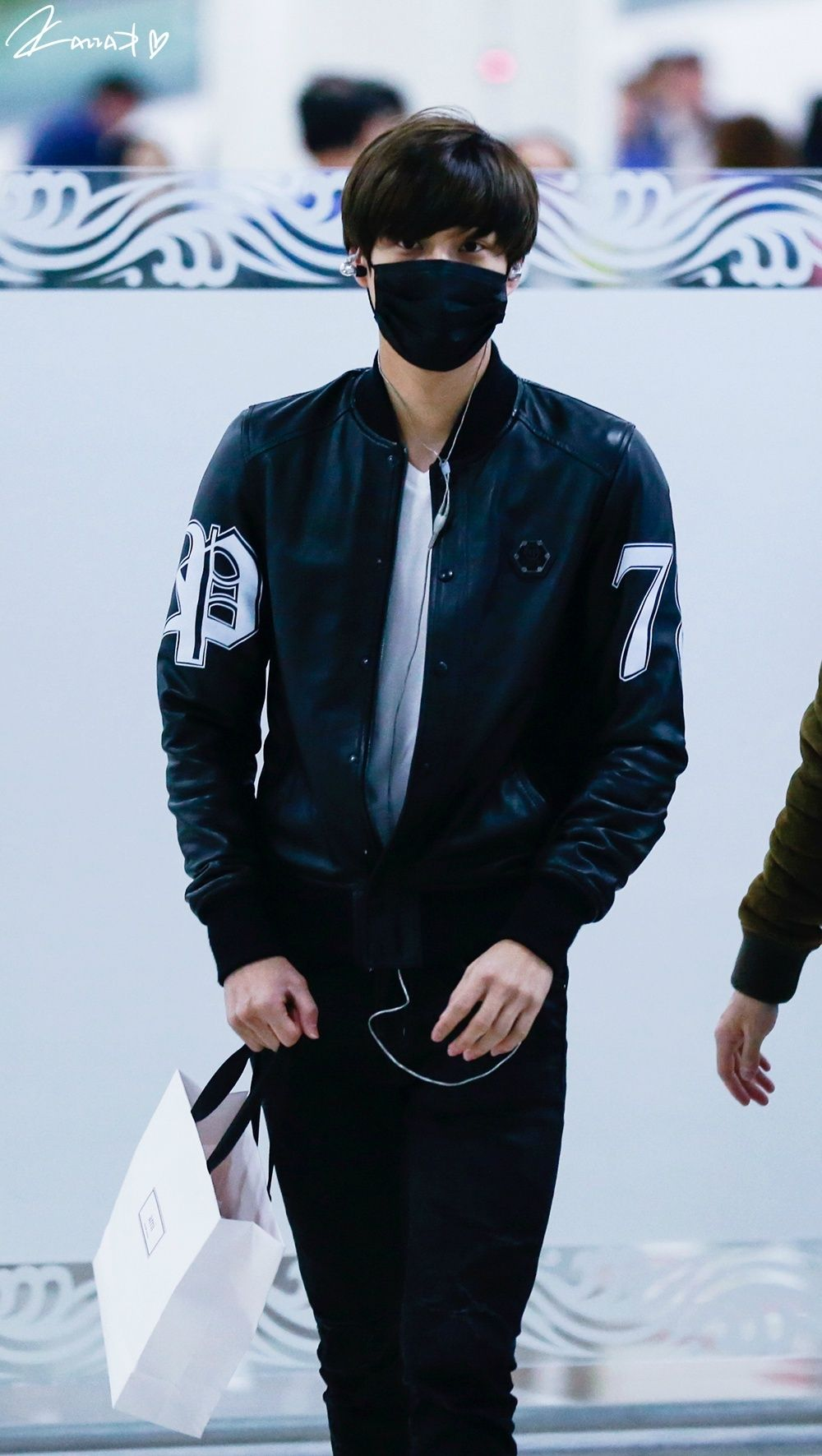 Kai Really You Must Know Masks Drive Me Crazy Adding You To The Mix In Those Skinny Jeans Just Sky Rockets My Fangirl Levels Chen Suho Sehun