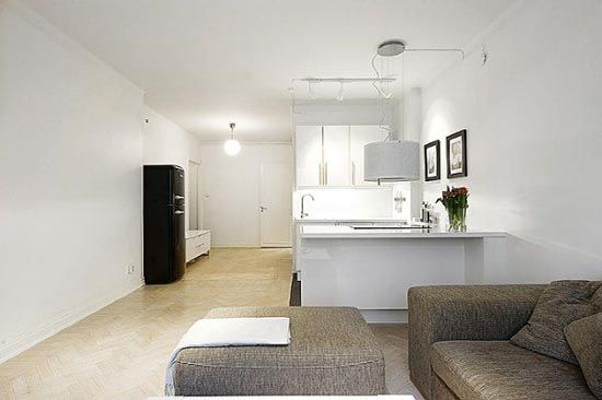 White interior design in small apartments toonbank