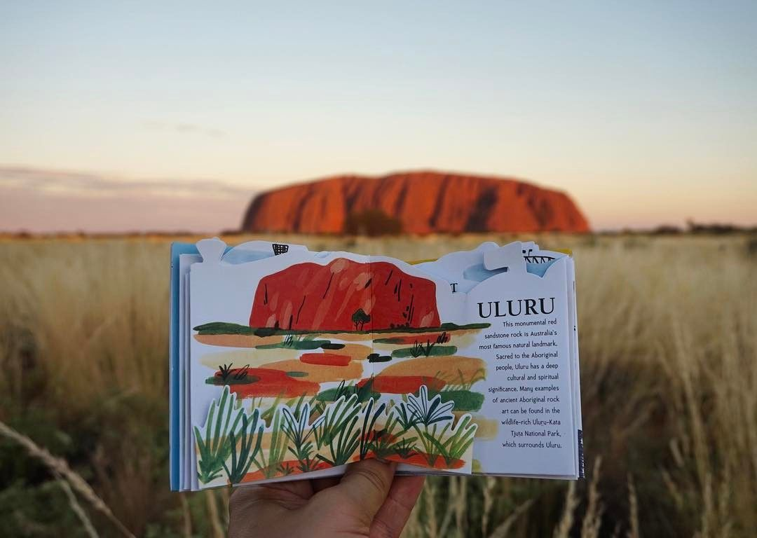 필립이 손 빌려줌ㅋㅋㅋㅋ 이 팝업북 너무 예뻐>< 잘샀다👏🏻 #australia #uluru #ulurusunset #ayersrock