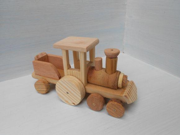 Trenzinho locomotiva de madeira